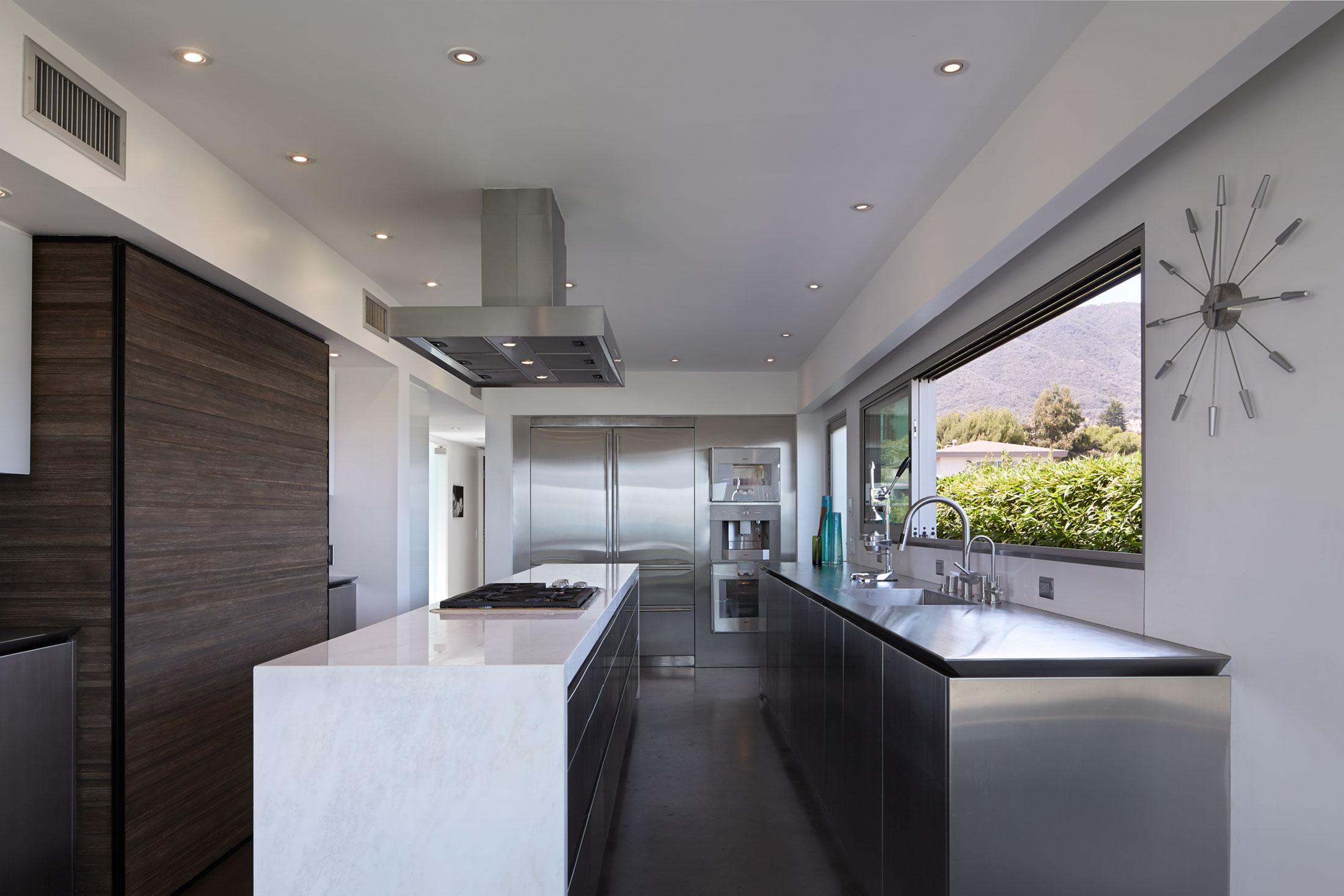 modern-architecture-residential-interior-kitchen-shubindonaldson-wakecrest-residence-1