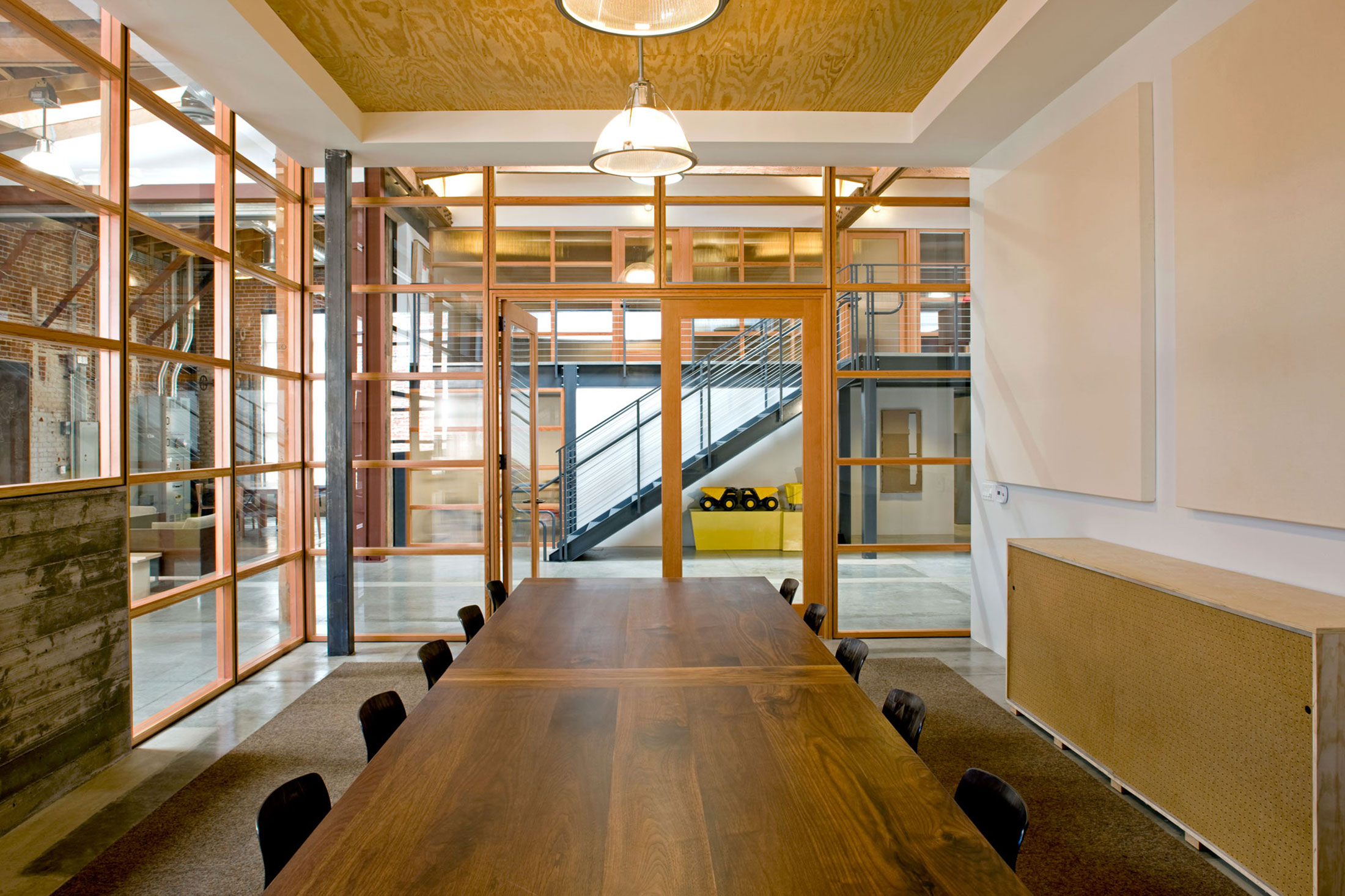 modern-architecture-commercial-interiors-creative-office-adaptive-reuse-california-shubindonaldson-biscuit-filmworks-04
