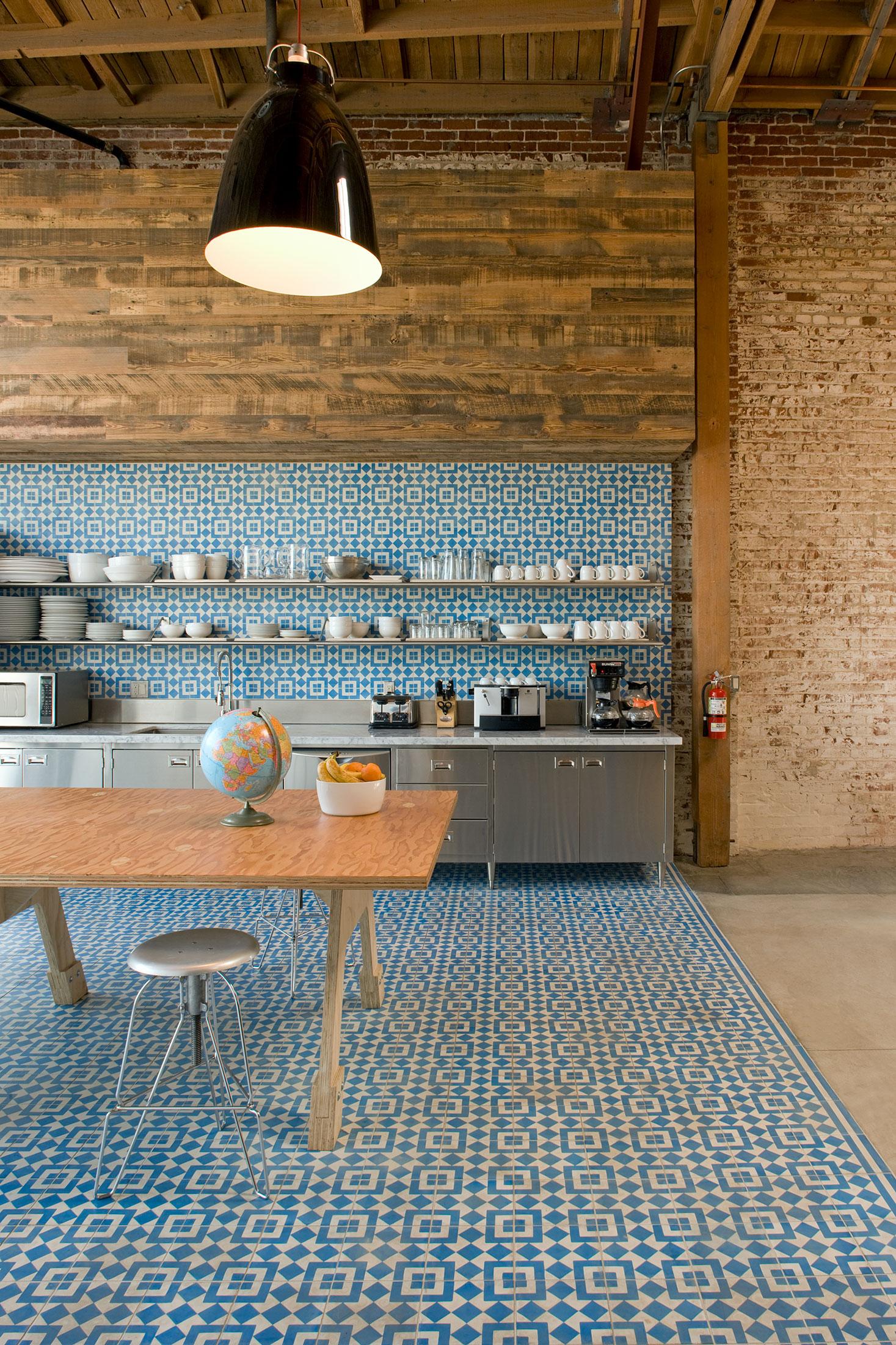 modern-architecture-commercial-interiors-creative-office-kitchen-california-shubindonaldson-biscuit-filmworks-01