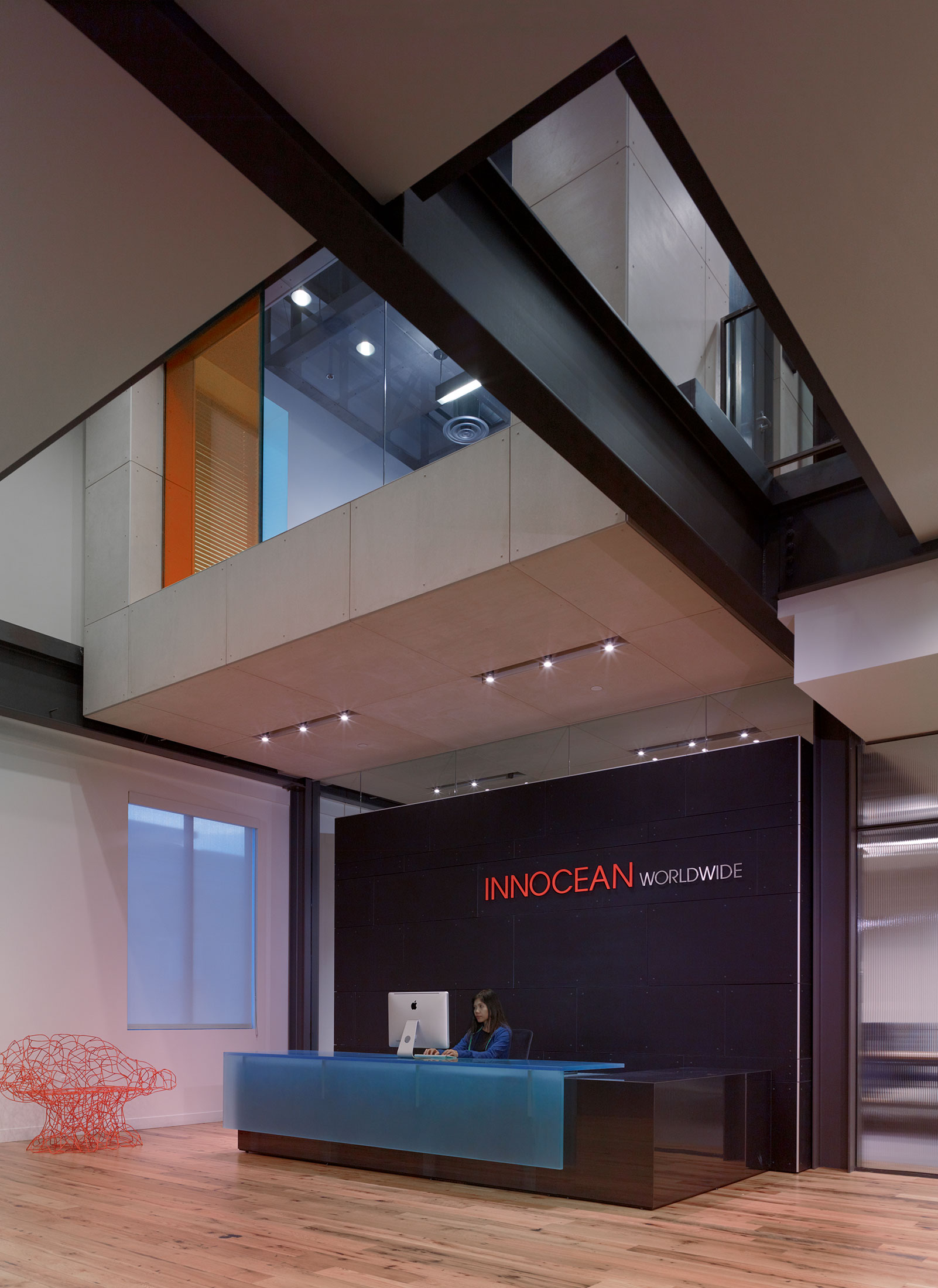 modern-architecture-commercial-interiors-workplace-office-branded-custom-workstation-california-shubindonaldson-innocean-08