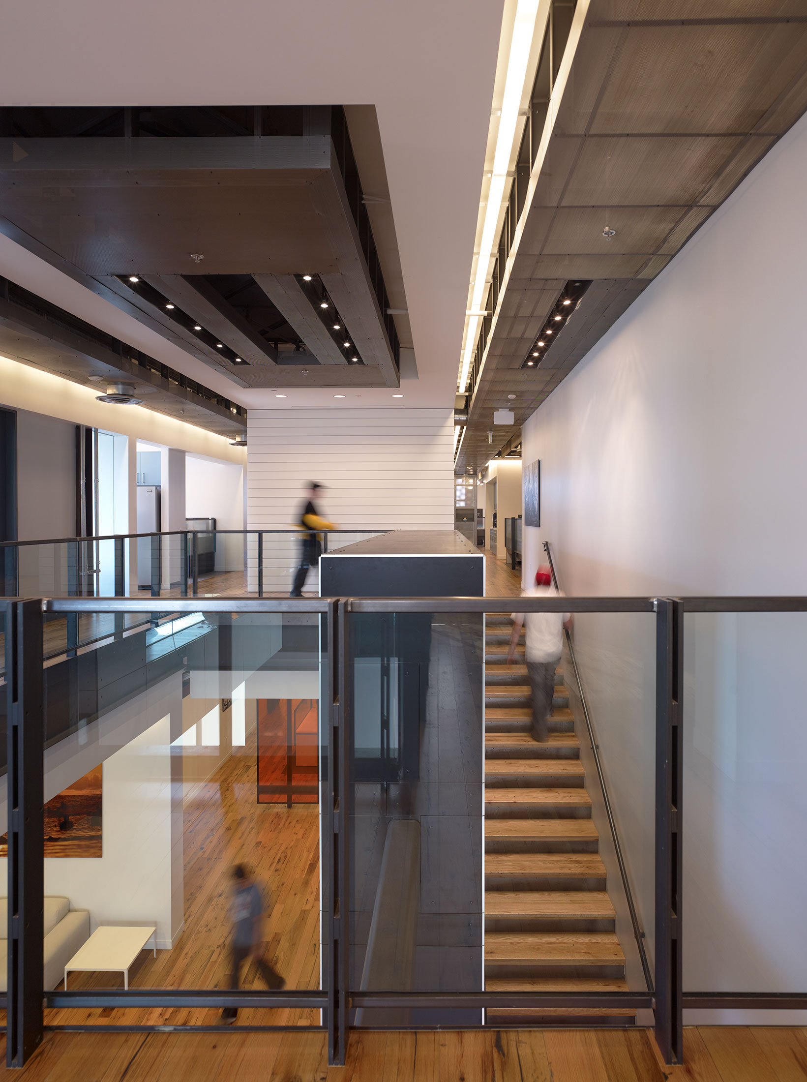 modern-architecture-commercial-interiors-workplace-office-branded-custom-workstation-california-shubindonaldson-innocean-09