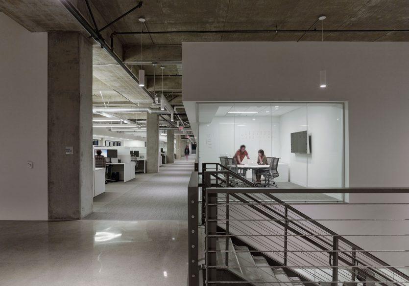 modern-architecture-commercial-interiors-workplace-office-custom-fabrication-california-shubindonaldson-cim-headquarters-04