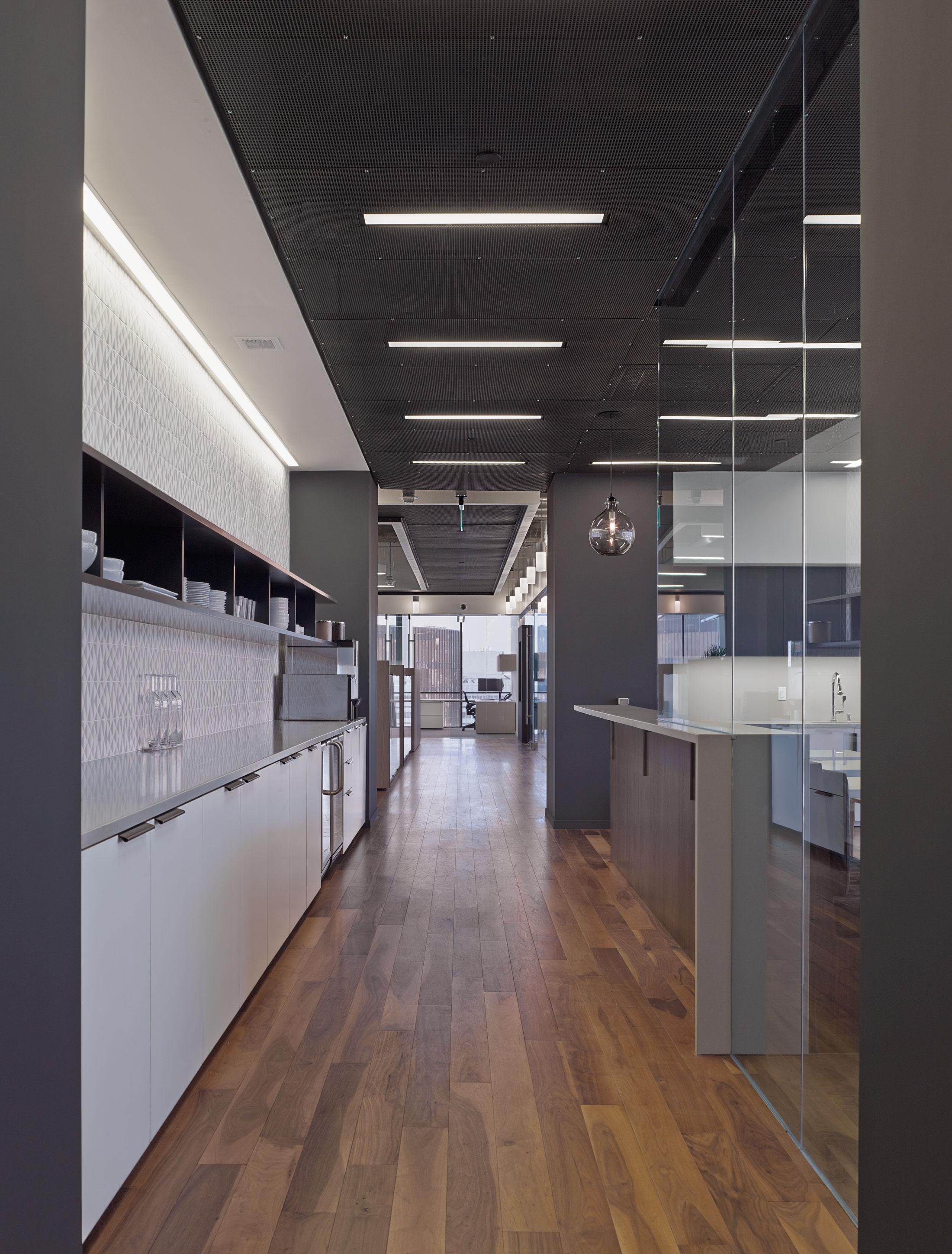 modern-architecture-commercial-interiors-workplace-office-custom-fabrication-california-shubindonaldson-freemark-financial-01