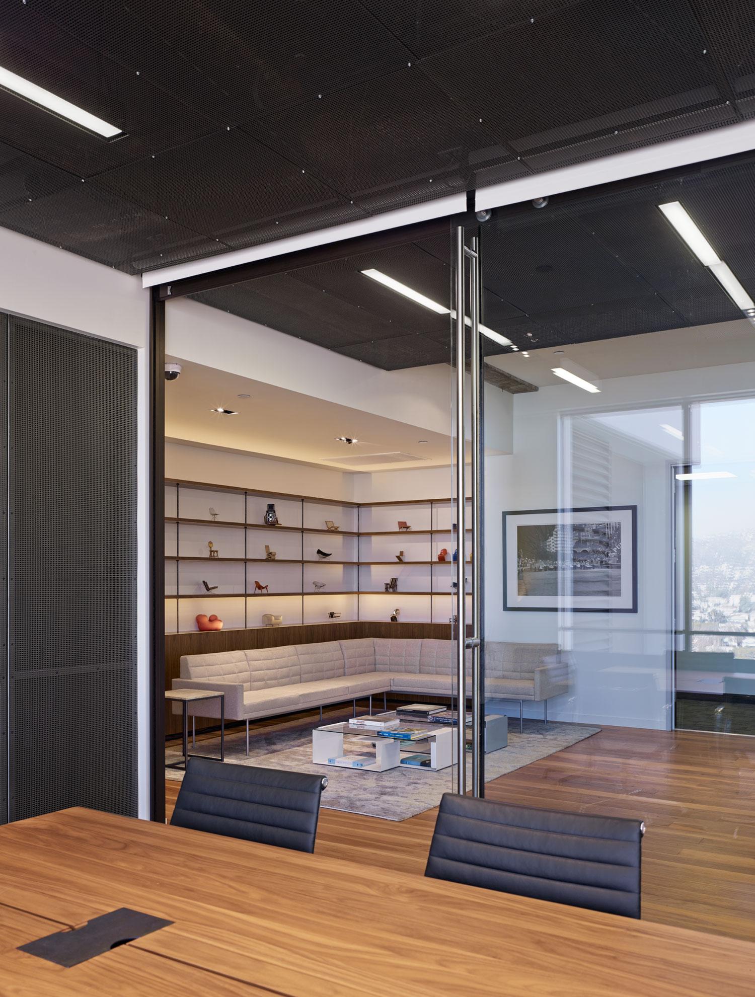 modern-architecture-commercial-interiors-workplace-office-custom-fabrication-california-shubindonaldson-freemark-financial-04