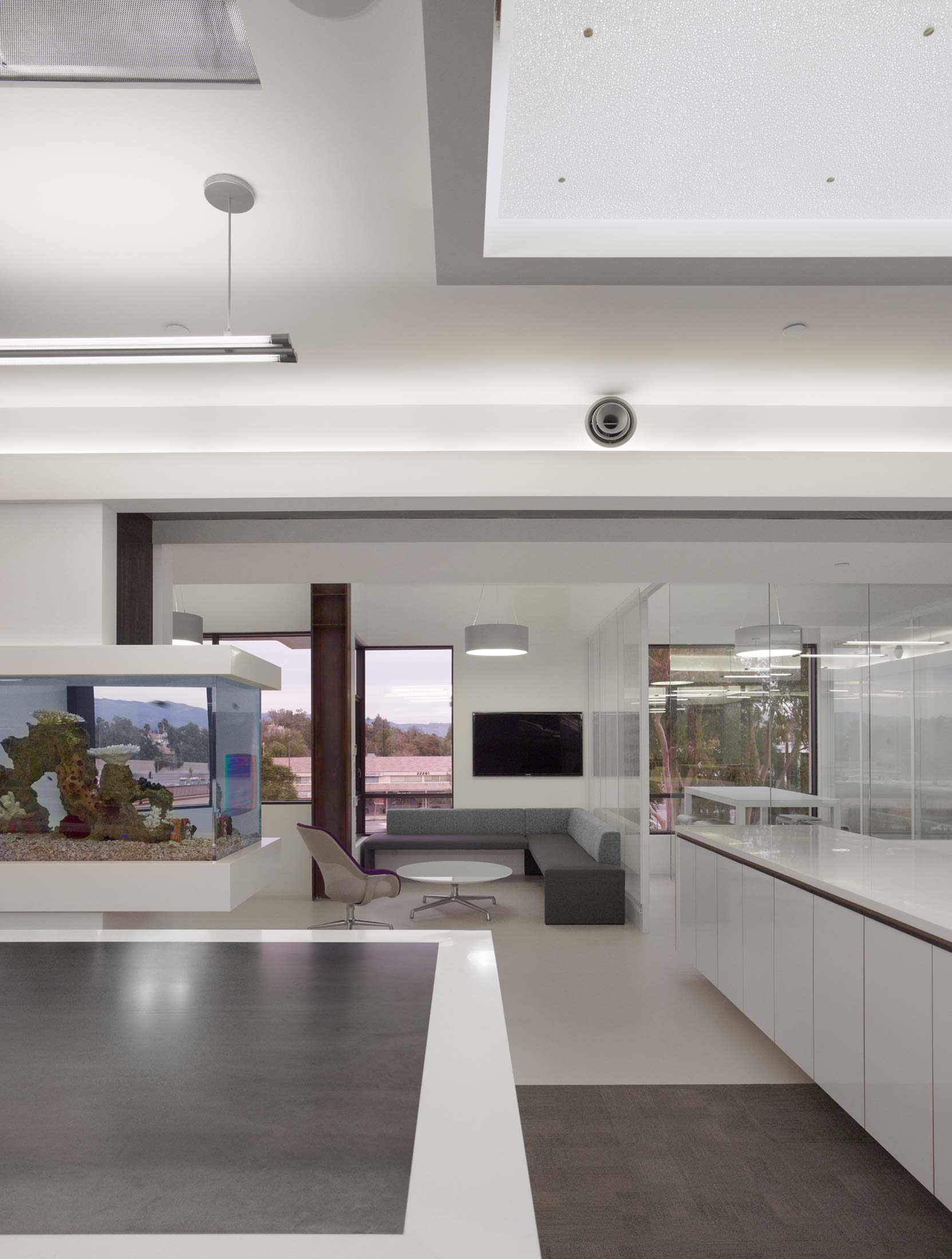 modern-architecture-commercial-interiors-workplace-office-custom-fabrication-sustainable-california-shubindonaldson-sierra-pacific-construction-04