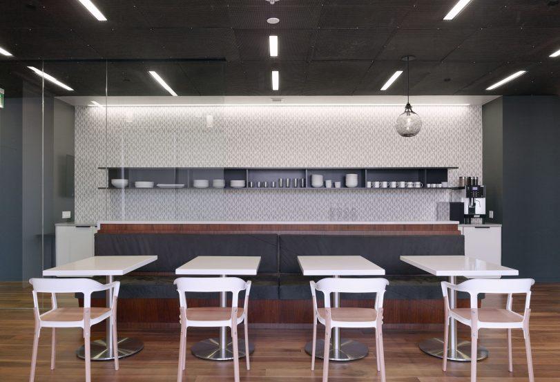 modern-architecture-commercial-interiors-workplace-office-kitchen-california-shubindonaldson-freemark-financial-01