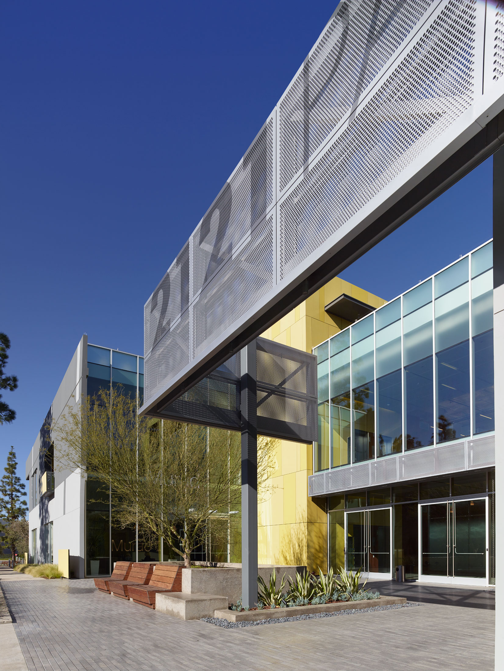 modern-architecture-building-retail-campus-workplace-california-shubindonaldson-2121-park-place-1