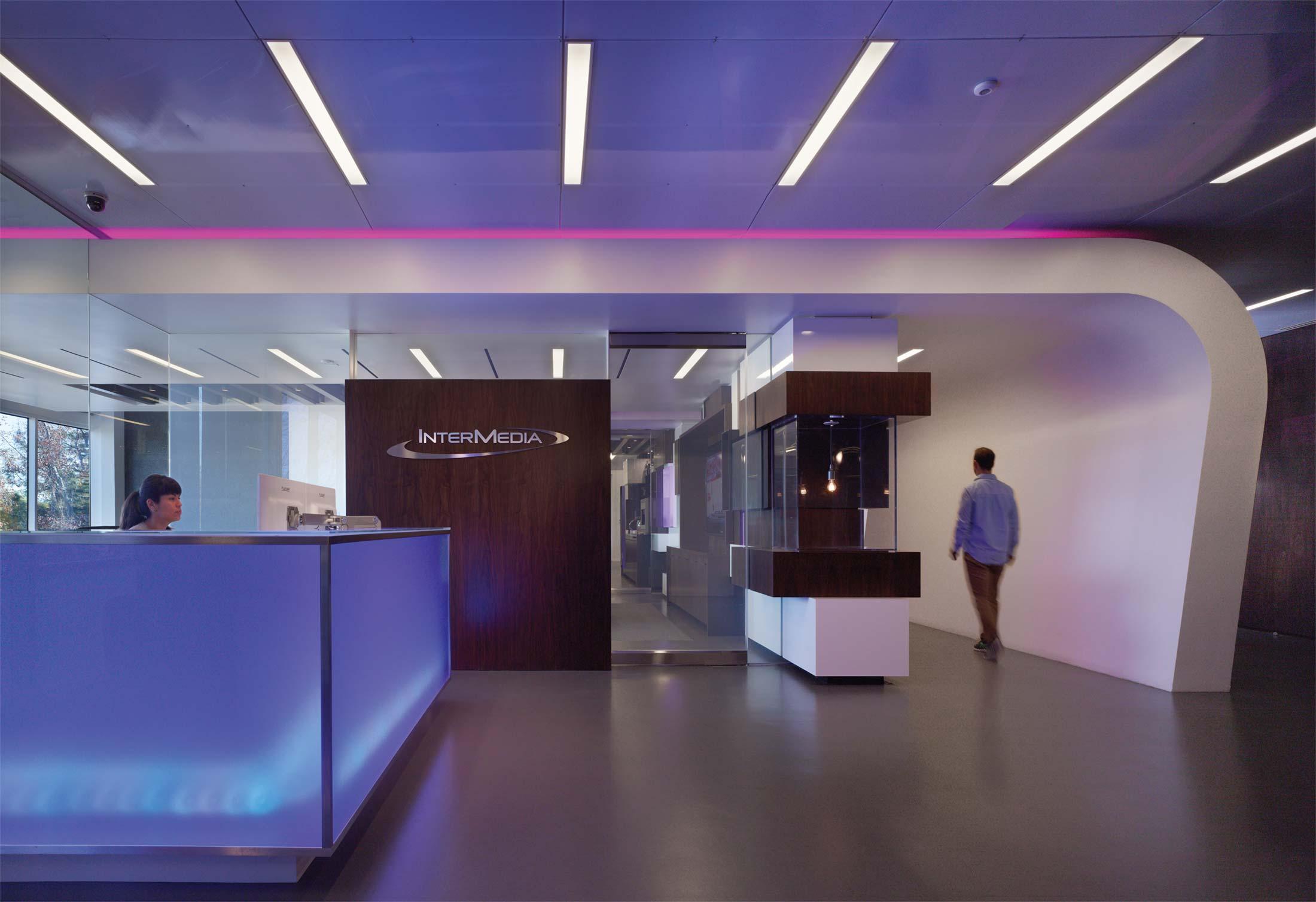 modern-architecture-commercial-interiors-workplace-office-branded-custom-workstation-california-shubindonaldson-intermedia-01