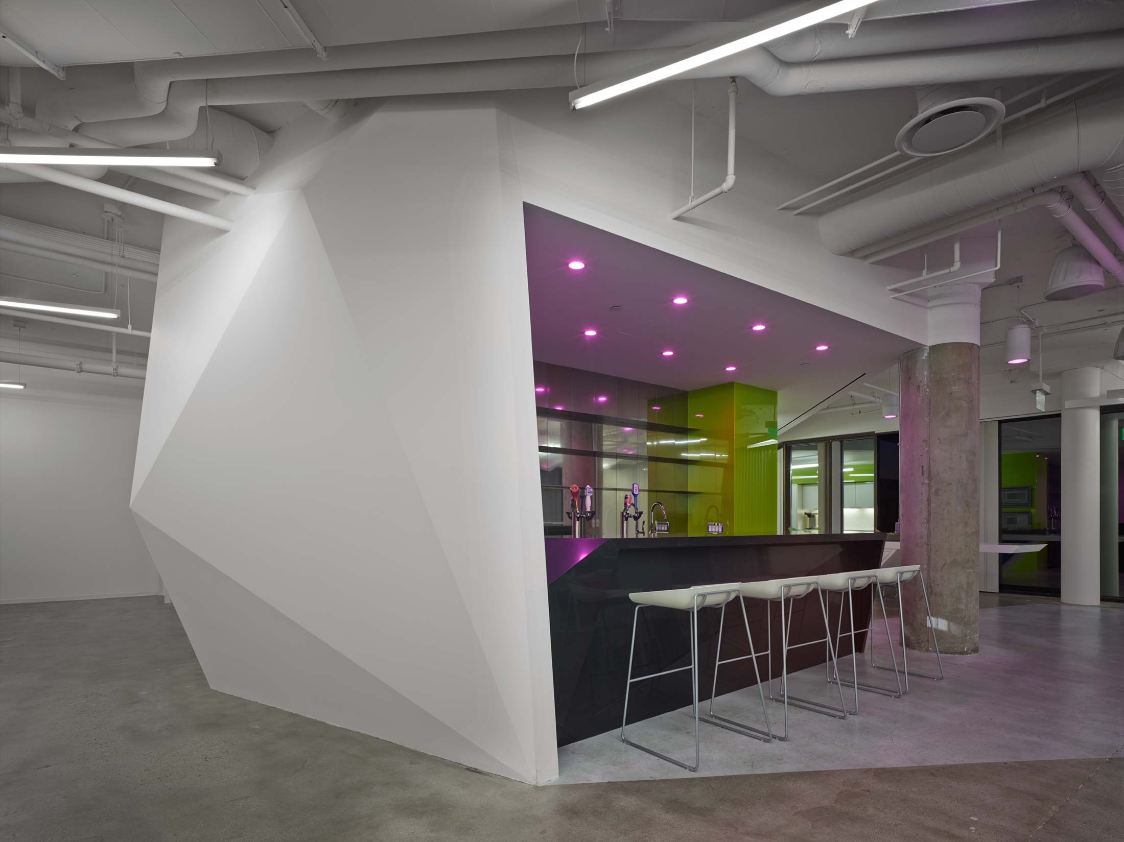modern-architecture-commercial-interiors-workspace-bar-california-shubindonaldson-conill-advertising-1