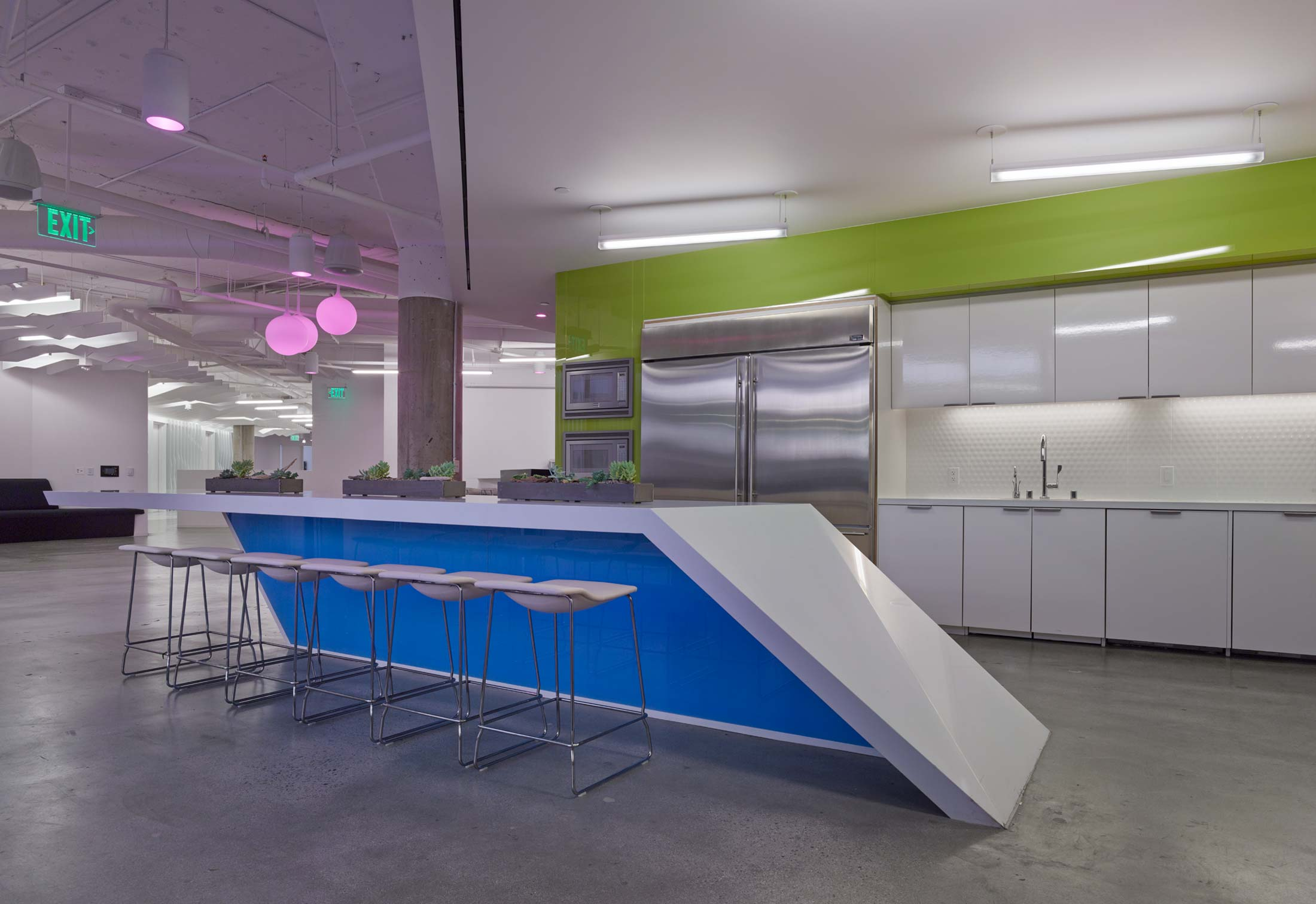 modern-architecture-commercial-interiors-workspace-kitchen-california-shubindonaldson-conill-advertising-1