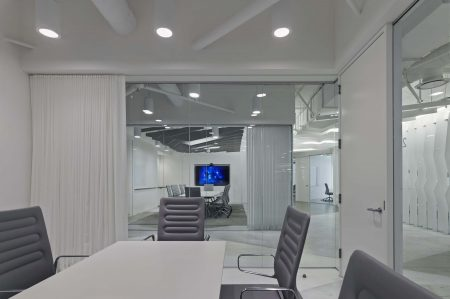 modern-architecture-commercial-interiors-workspace-meeting-california-shubindonaldson-conill-advertising-1