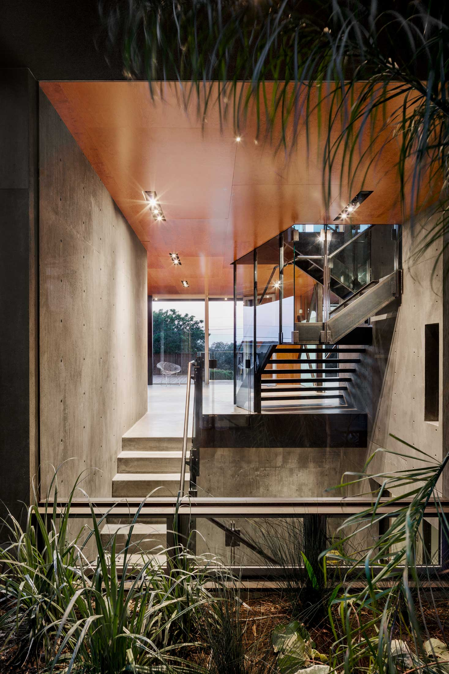 modern-architecture-residential-stairwell-california-shubindonaldson-skyline-1