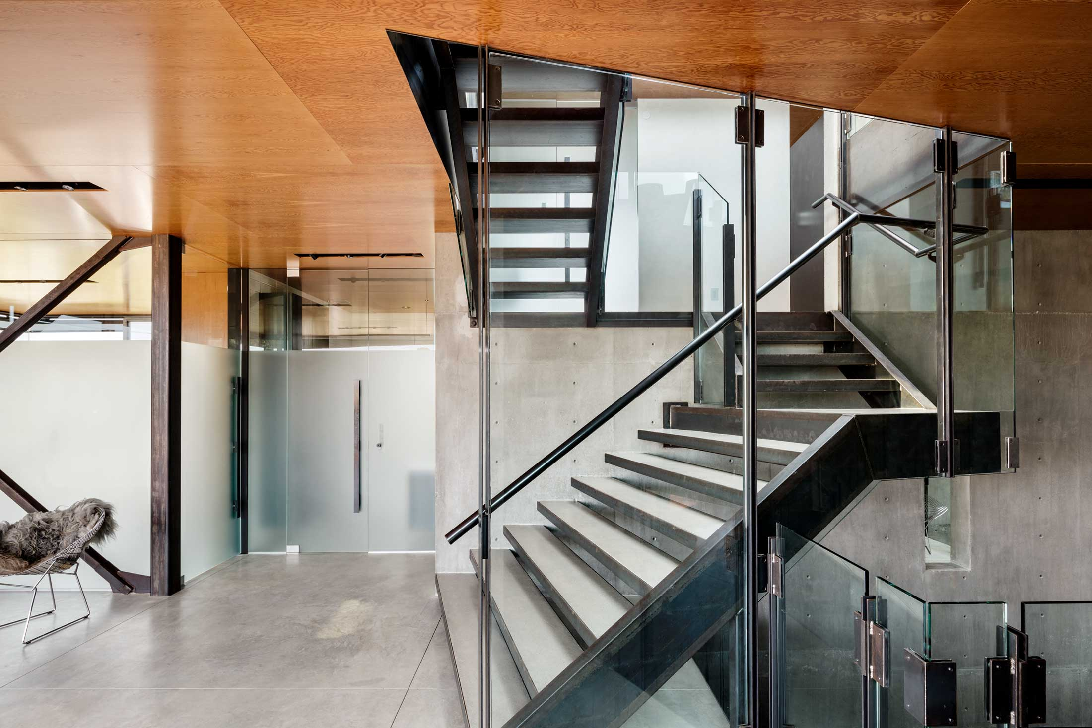 modern-architecture-residential-stairwell-concrete-california-shubindonaldson-skyline-1