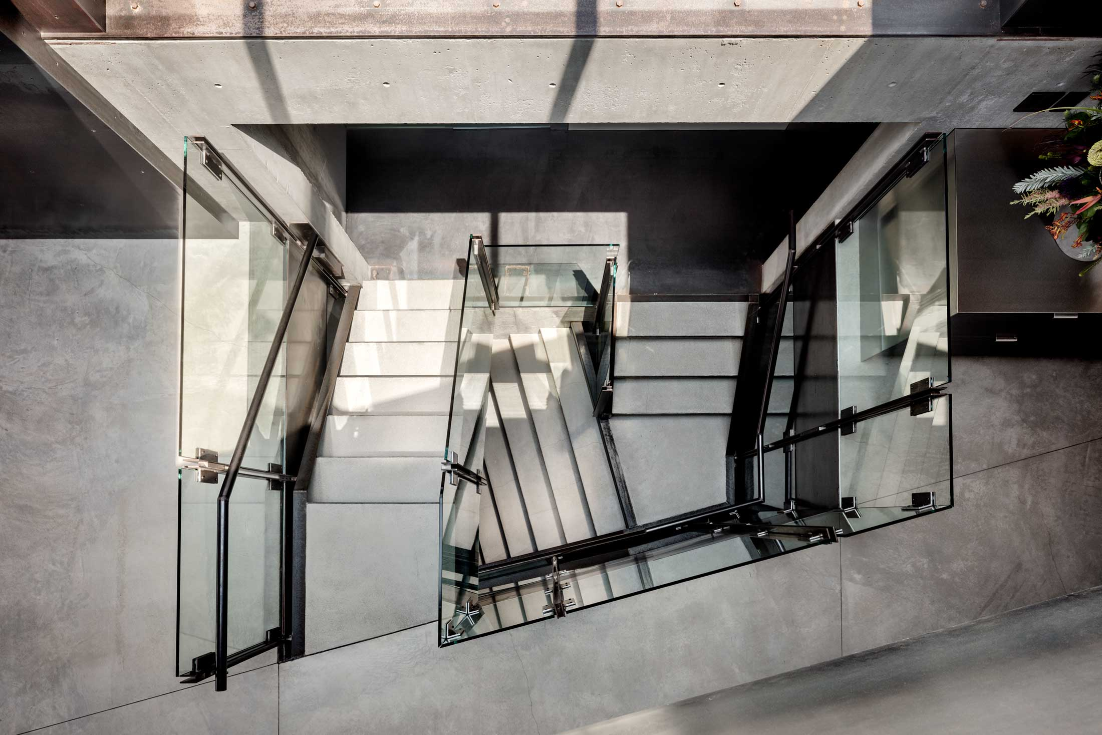 modern-architecture-residential-stairwell-concrete-california-shubindonaldson-skyline-2