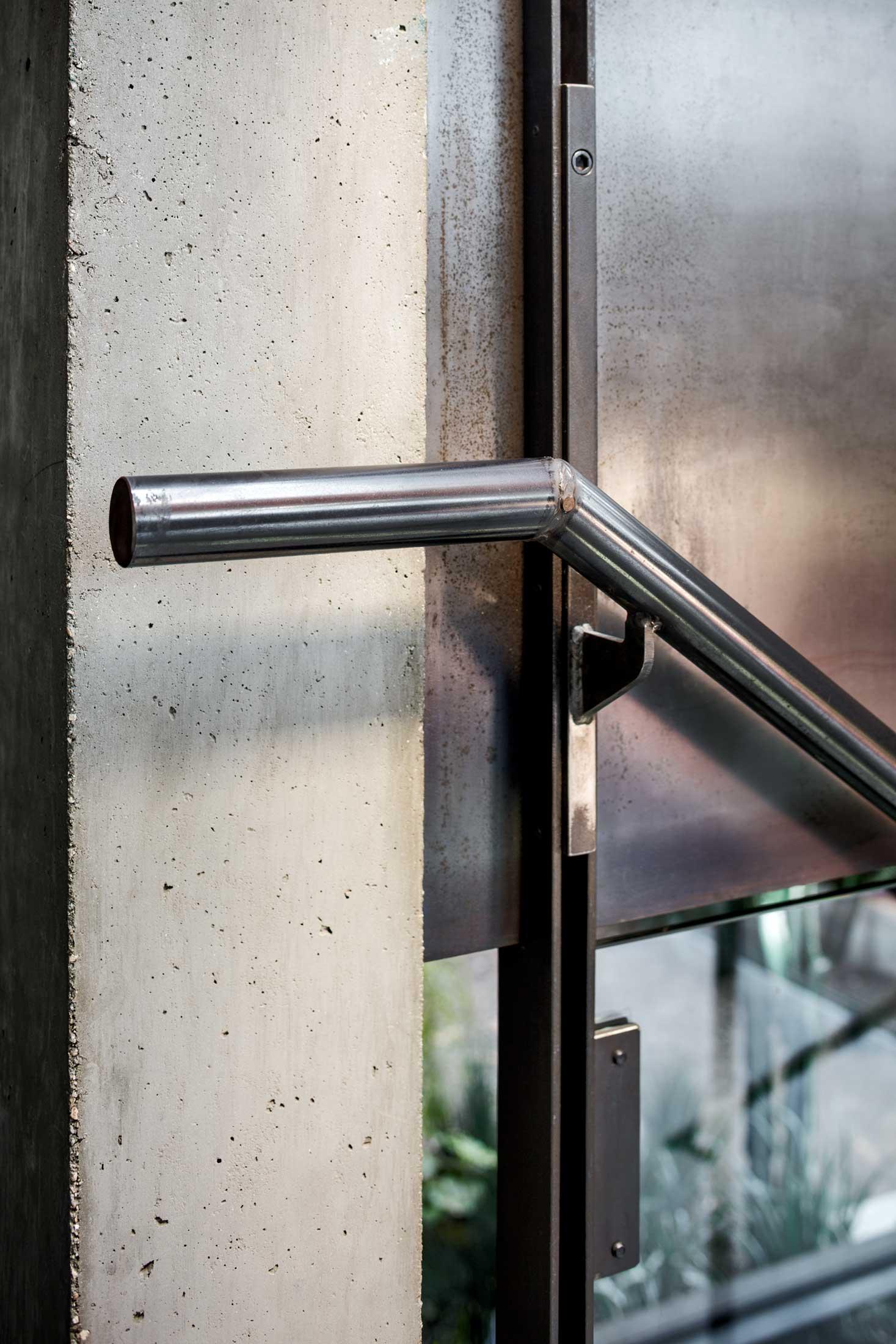 modern-architecture-residential-stairwell-detail-california-shubindonaldson-skyline-3