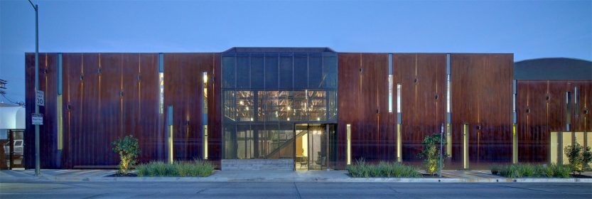 modern-architecture-building-adaptive-reuse-workplace-exterior-shubindonaldson-720cahuenga-8