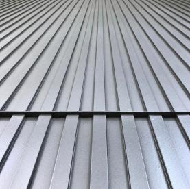 Corrugated metal. . . . . #sitevisit #shubindonaldson #materials #corrugatedmetal #detail #perspective #losangeles #LA #design #architecture #facade